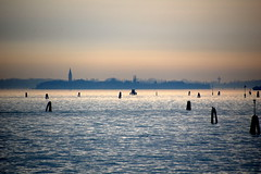 scorcio (view) (pjarc) Tags: europe europa italy italia veneto venetian venice venezia laguna lagoon veduta view scorcio elementi elements colori colors digital photo foto nikon dx nikkor acqua water cielo sky skyline gennaio january 2018