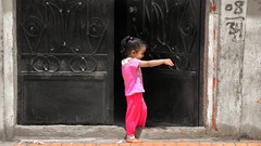 Girl in the streets (Aadilos) Tags: egypt egypte luxor