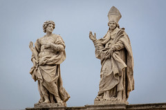 Statuen der Hl.  Faustus und Timotheus (Markus Wollny) Tags: city vatikan rom vaticancity vatikanstadt it