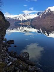 Fjell speiling - - Rock reflection (erlingsi) Tags: no speiling refelction hornindalsvatn otredalsnakken nordfjord snø snow spegling fraytresvor hornindal steinstrand steiner navelsaker freshwater speglun