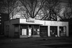 Bosch Auto. Windsor, ON. (Paul Thibodeau) Tags: photooftheday windsor nikond500 borschauto garage closed abandoned blackandwhite monochrome