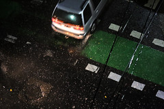 BLANCURA OTOÑAL. BOEDO. ARGENTINA. (tupacarballo) Tags: caba boedo argentina buenosaires tupacarballo canon granizo tormenta lluvia meteorología noche calle street señales senda suelo