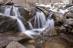 snowbreak (ipellisa) Tags: aigua agua water roques rocas rocks neu nieve snow bosc bosque forest rierol riachuelo creek montseny hivern invierno winter nikon d500 tokina 1116mm