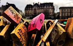 Locks on the Seine (Alexander H.M. Cascone [insta @cascones]) Tags: paris france ile de city ville tourist locks cles cle pont neuf vedettes du lock love lovelock seine river metal bridge pink