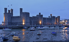 UK - Wales - Caernarfon Castle (Harshil.Shah) Tags: caernarfon wales cymru gwynedd great britain united kingdom gb uk castle caernarfoncastle unesco world heritage site worldheritagesite castles historical town evening light blue hour boat harbour boats harbor marina low tide castillo chateau schloss