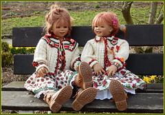 Tivi und Sanrike ... macht es Euch gemütlich ... (Kindergartenkinder) Tags: kindergartenkinder annette himstedt dolls sanrike tivi gruga grugapark essen garten
