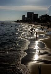 Fim de Tarde na Barra da Tijuca - Rio de Janeiro (mariohowat) Tags: barradatijuca praiadabarradatijuca quebramar entardecer fimdetarde sunset pôrdosol canon riodejaneiro natureza brasil brazil