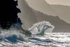 Brandung auf Kaua'i (R.Xof) Tags: brandung brecher cliff dünung felsklippe flut gischt hawaii kauai kliff klippe mare meer ozean sea seegang unitedstates us usa welle woge küste wasser siluette spektakulär eingefroren