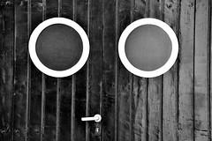 O_O (jaume zamorano) Tags: 7dwf blackandwhite blancoynegro blackwhite blackandwhitephotography blancinegre bw catalunya costabrava d5500 llafranc monochrome monocromo minimalism door nikon noiretblanc nikonistas pov street streetphotography streetphoto streetphotoblackandwhite streetphotograph urban urbana