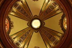 Cúpula (theelectricgirl) Tags: cupula santuario capilla church iglesia venturarodriguez arenasdesanpedro monasterio monastery arquitectura architecture luz light circle circulo eje simetria symmetry