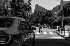 Street in Rio de Janeiro (Luiz Contreira) Tags: blackwhite brazil brasil riodejaneiro street streetsinbrazil rio southamerica américadosul girl brazilianwoman taxi car pretoebranco pb bw fotografiaderua streetphotography monocromático cristoredentor botafogo sonya6000 mirrorless urban urbano