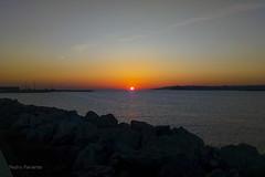 Amanecer en El Musel 4, Gijón. (Pedro Pariente) Tags: amanecer puestadesol contraluz sol puerto mar agua elmusel cielo sky heaven dawn backlighting sea water sun gijon asturias