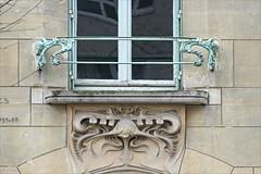 Fenêtre du Castel Béranger d'Hector Guimard à Paris (dalbera) Tags: dalbera artnouveau castelbéranger hectorguimard paris france gardecorps ferronnerie
