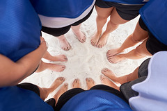 circle in the sand (Baltimore Wedding Photographer) Tags: chesapeakebeach maryland unitedstates us feet toes pedicure barefoot barefeet paintedtoes besties beach toesinthesand