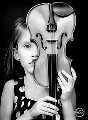 Violon passion (davcsl) Tags: violon violin violoniste art blackwhite bw biancoenero child childshappiness davcsl france fille fillette fingers gard hands nimes nîmes jesoutiensnîmes languedocroussillon monochrome monotones model noiretblanc noiretblancblackwhite nb occitanie southoffrance people portrait spectacle black