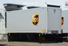 United Parcel Service (UPS) trailer/container @ distributiecentrum/distributioncenter Schiedam, Nederland/The Netherlands (Seacats) Tags: ups schiedam logistiek logistics delivery trailer container unitedparcelservice bruin brown freight cargo