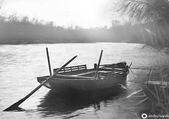 Innfähre, Mühldorf am Inn - Zweifellos eine schöne Sache ist es, den Inn in einem Holzschiff zu überqueren (john_berg5) Tags: inn mühldorf bayern germany river boot fog nebel misty riverside sun