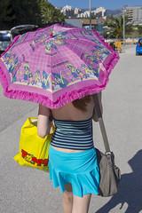 Kissaranta päivä 2 001-2 (lindakoskinen) Tags: parasol pink miniskirt holiday
