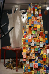 Douglas Coupland; The Brain - detail view (2014, mixed media with readymade objects); Exhibition: everywhere is anywhere is anything is everything at the Vancouver Art Gallery (2014). Photo by longzijun. (artjouer) Tags: douglascoupland contemporaryart canadianartist canadianart vag vancouverartgallery everywhereisanywhereisanythingiseverything artjouer longzijun mixedmedia