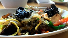 Japchae / 잡채 / 雜菜 (joeclin) Tags: 가화 japchae 잡채 雜菜 gahwa northamerica america unitedstates usa newyork ny newyorkcity nyc queens flushing iphoneography iphone appleiphone7 indoor color amateur 2010s food foodie noodles egg seaweed carrots scallion mushroom closeup macrophotography korean auburndale joelin joeclin