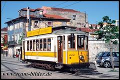 222-2003-05-03-3-Rua do Ouro (steffenhege) Tags: porto portugal tram tramway strasenbahn streetcar eléctricos stcp stcp222 222 brill