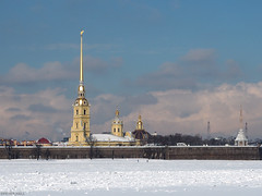 Across The Frozen Neva (peterphotographic) Tags: p3200220edwm olympus em5mk2 microfourthirds ©peterhall acrossthefrozenneva stpetersburg saintpetersburg санктпетербу́рг росси́я russia riverneva neva peterandpaulfortress peterandpaulcathedral russianorthodox cathedral church spire gold golden peterthegreat snow ice frozen winter river