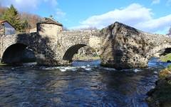 Le vieux pont de Saurier (15ème siècle ) (raym5) Tags: pont rivière
