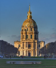 Les Invalides glows in the evening sun when seen from Avenue de Breteuil. (alcowp) Tags: hospital military church army museum napoleon architecture paris france