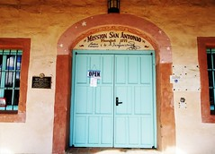 Porte <> Door ( Mission San Antonio) (France-♥) Tags: 575 door porte mission missionsanantonio jolong historique old ancien californie california usa spanishmission wood