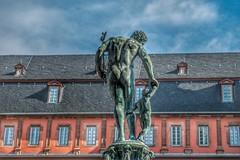 Isenburger Schloss... (hobbit68) Tags: isenburger schloss statue himmel sky wolken clouds old alt windows fenster