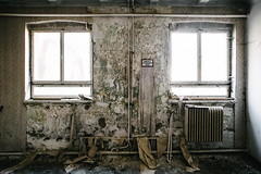 10/30 2017/04 (halagabor) Tags: urban exploration urbex urbanexploration decay derelict lost forgotten lostplaces abandoned abandonment room hungary hungarian budapest army base old nikon d610 manualfocus military wide wideangle windows window nikkor 24mm