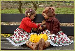 Milina und Anne-Moni ... wo bleibt denn nur der Frühling .... (Kindergartenkinder) Tags: kindergartenkinder annette himstedt dolls gruga grugapark essen garten milina annemoni