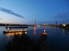 Düsseldorf bei Nacht - am Rhein (gernotp) Tags: deutschland düsseldorf düsseldorfurlaub nordrheinwestfalen ort urlaub grl5al grv4al exif:focallength=9mm geocountry camera:make=panasonic exif:aperture=ƒ56 geocity geo:lon=67619138888883 geostate camera:model=dmcgx7 geolocation exif:isospeed=200 exif:lens=olympusm918mmf4056 exif:make=panasonic exif:model=dmcgx7 geo:lat=51218833333333
