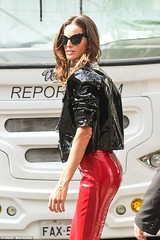 Izabel Goulart in vinyl jacket and pants (Vinyl Beauties) Tags: izabel goulart vinyl pvc plastic jacket pants fashion beauty style sexy celebrities models polyvinylchloride beleza moda vinil plástico mode lack plastik lackjacke lackhose glamour
