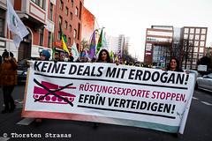 Kurden und Linke protestieren am World Afrin Day in Berlin (tsreportage) Tags: afrin berlin demonstration efrin fahne flagge kreuzberg kundgebung kurden kurdistan kurds mhp mitte nationalism nationalismus pkk rojava spd sozialdemokraten syria syrien tuerkei turkey ypg arrest attack demo flag peace protest rally socialdemocrats war ypj germany de
