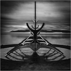 The Sun Voyager (:: Blende 22 ::) Tags: black white monochrome bw reykjavík iceland sólfar jóngunnarárnason sæbraut canoneos5dmarkiv ef2470f28liiusm reykjavik europe wikingerschiff