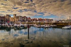 Gijón (ton21lakers) Tags: gijon asturias españa toño escandon canon tamron puerto deportivo mar agua reflejos nubes barcos