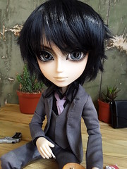 Zack in Portobello (Lunalila1) Tags: doll groove taeyang limited nightmare music band sakito zack bradley handmade outfit suit traje costura requiem art designs pattern