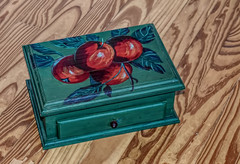 Beautiful Hand Painted Box (Jo Zimny Photos) Tags: weeklythemechallenge uniqueoroneofakind box wood handpainted green storage apples art bymysister gift