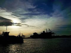 Recordando Quinquela II (alestaleiro) Tags: quinquela silueta puerto porto port docas docks boat barco harbor carguero itajaí ferry ferryboat navegantes sc santacatarina silouhette alestaleiro