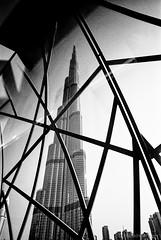 Burj Khalifa (Frank Hoefliger) Tags: monochrome burjkhalifa building 888m hochhaus leica m2 dubai uae vae voigtländer color skopar 21mm 40 ilford hp5 film