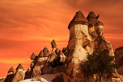 Kapadokya (Cappadocia) (Talip Çetin) Tags: kapadokya cappadocia peri bacaları fairy chimneys açık hava müzesi historical city place cave mağara kaya mezarları rock tombs klise church şapel monastery volkanik erezyon oluşumları volcanic turkey türkiye turkish turquie türkei turquía トルコ turchia турция 土耳其 تركيا manzara landscape flag sky nevşehir göreme uçhisar ortahisar çavuşin paşabağ zelve skies bulutlar kızıl anadolu anatolia antik monks valley avanos ürgüp