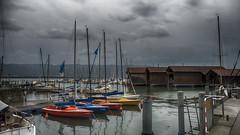 En attendant le soleil (Fred&rique) Tags: lumixfz1000 photoshop raw hdr allemagne lindau lac bodensee orage bateaux eau gris nuages ciel ponton ville bavière