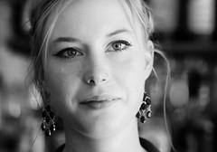 Pretty Barmaid (phonia20) Tags: girl woman femme visage regard face look eyes nb bw blackandwhite pretty beautiful blond pentax