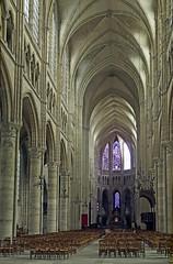 18 0398 - Aisne, Soissons, interieur de la Cathédrale (Jean-Pierre Ossorio) Tags: aisne église arche arcade cathédrale intérieur