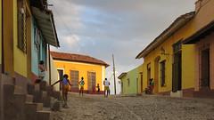 CUBA Trinidad La Gente IV (stega60) Tags: cuba trinidad estudiantes calle escuela students street juego game baseball sunlight lagente people light stega60