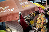 © Zoltan Papdi 2017-2845 (Papdi Zoltan Silvester) Tags: zanzibar stonetown scène viequotidienne lumière ombre humain voyage arrivage femme journalisme reportage pêcheur travail port pêche vente scene everydaylife light shadow human trip arrival wife journalism report sinner job harbor peach sale