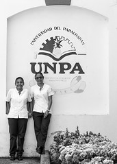 Alumnas de la Unpa (Marcos Núñez Núñez) Tags: blackwhite bw alumnas estudiantes unpa tuxtepec oaxaca papaloapan universidad escuela