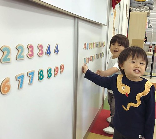 Learning how to speak bilingually is beneficial for tiny minds. Plus, the more we can say, the more friends we can make! ✨ Star Kids International Preschool, Tokyo. ⭐️ #starkids #international #preschool #school #children #kids #kinder #kind