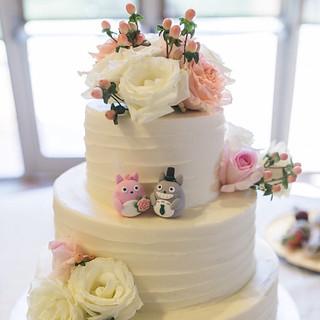 Real wedding photo -- Handmade Totoro トトロ wedding cake topper, wedding cake decoration ideas
